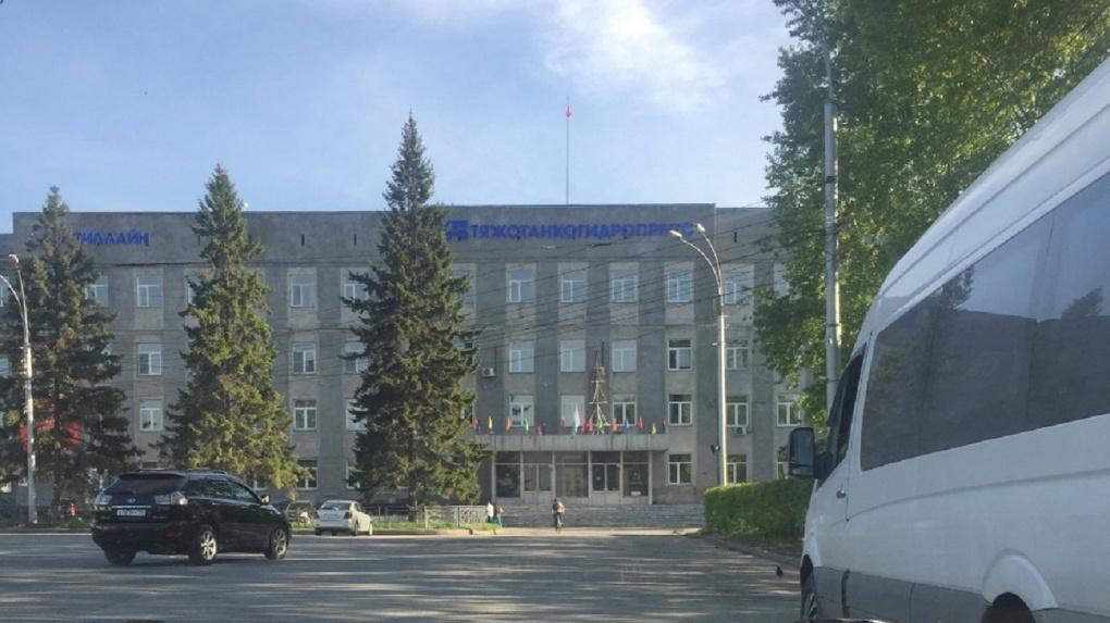 Попали под сокращение из-за кризиса: работникам новосибирского завода помогут с трудоустройством