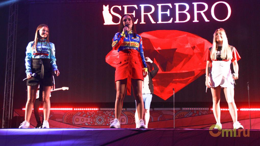 Солисты группы Serebro выложили видео с концерта в Омске