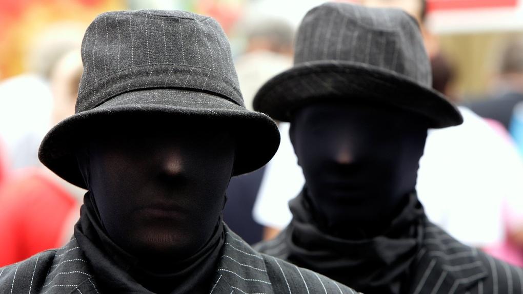 В Омске поймали хулиганов, ограбивших парня посреди проспекта Мира
