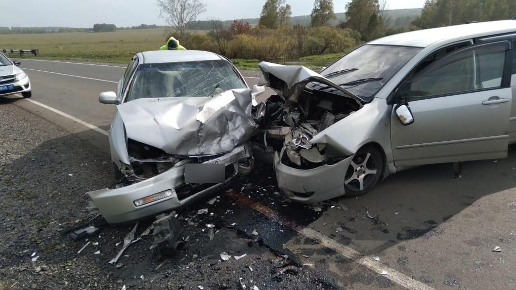 Пять человек пострадали в лобовом столкновении автомобилей на трассе «Новосибирск — Юрга»