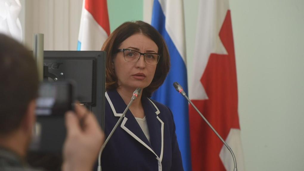 Мэр Омска Фадина на своем первом заседании Горсовета предложила встречаться партиями