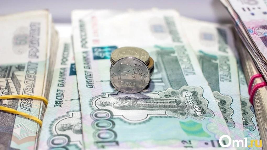 Чего ждать омичам от падения курса рубля и стоит ли уже запасаться продуктами?