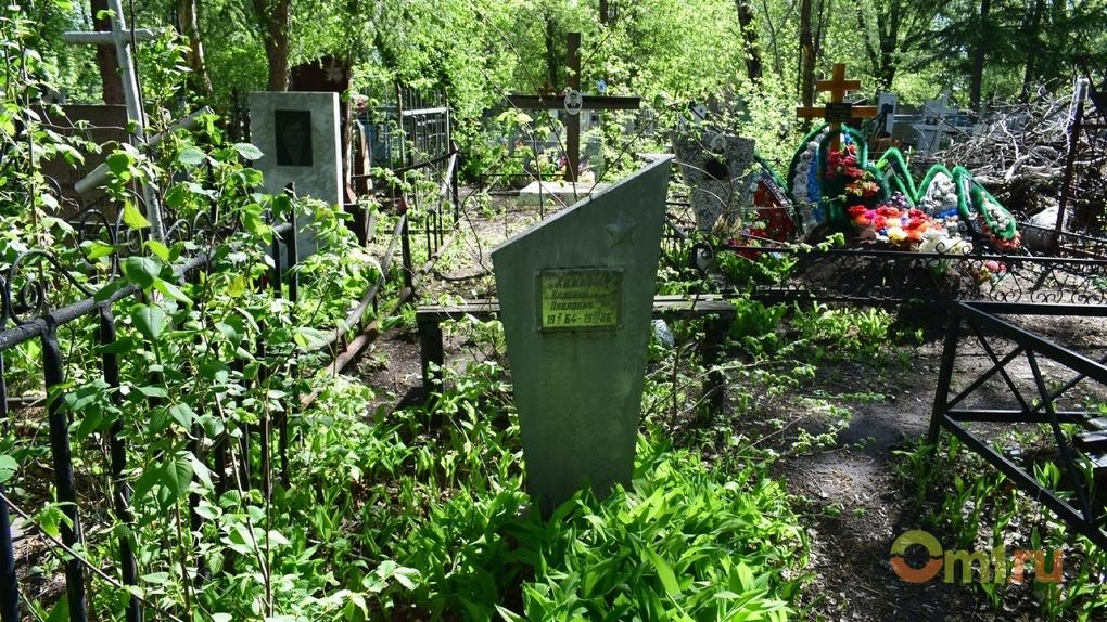 Под Омском вандалы сдали надгробие на металлолом