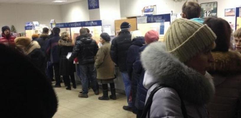 Омичи жалуются на огромные очереди на «Почте России»