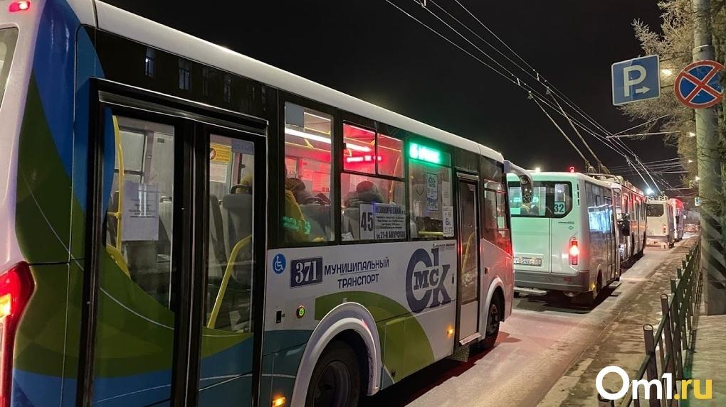 У омичей обнулились поездки на транспортных картах с приходом Нового года