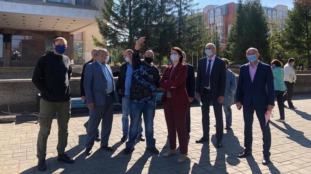 Мэр Омска Оксана Фадина оценила, как проходит реновация Театральной площади