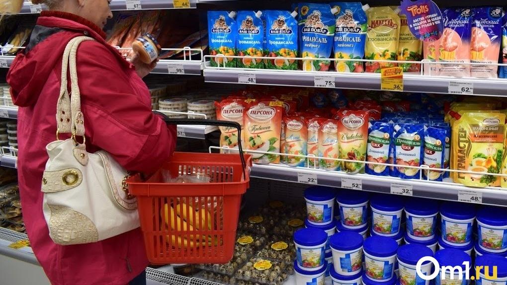 Омичей попросили не создавать ажиотаж в магазинах, скупая продукты