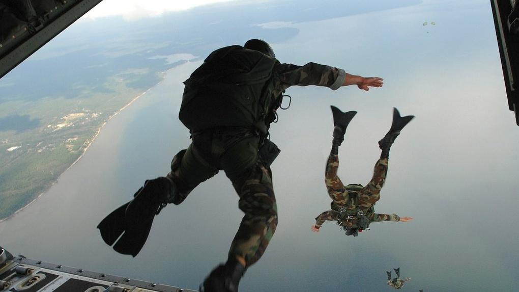 Не раскрылся парашют. В учебном центре ВДВ Омска насмерть разбился десантник. ОБНОВЛЕНО