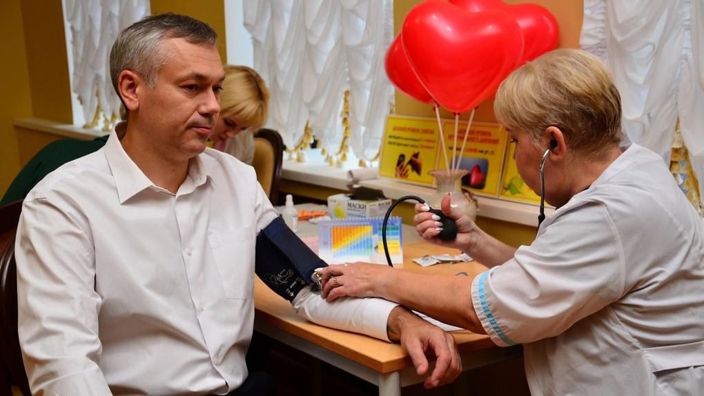 Губернатор Новосибирской области заявил, что сделает прививку от коронавируса