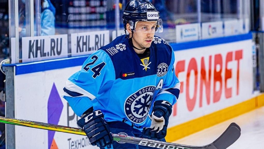 Нападающий новосибирского ХК «Сибирь» Евгений Чесалин извинился за провал в матче со СКА
