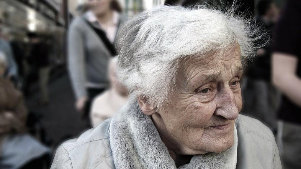 Омских пенсионеров пытаются заставить сидеть дома, отменив льготный проезд