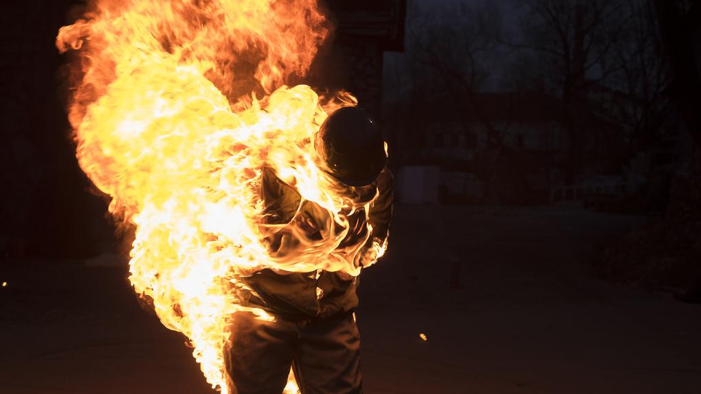 Жительница Новосибирской области подожгла собутыльника мужа «коктейлем Молотова»