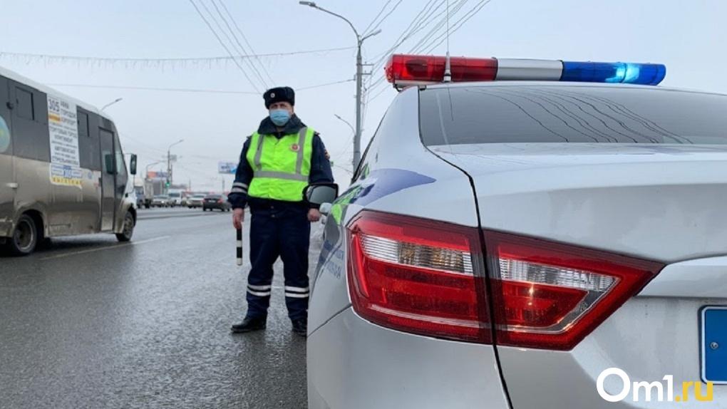 В омских Нефтяниках женщина сбила несовершеннолетнего мотоциклиста
