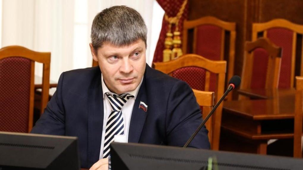 Обвиняется в мошенничестве: в суд поступило уголовное дело депутата новосибирского Заксобрания