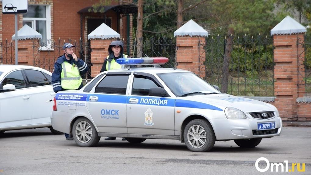 В Омске задыхавшегося мужчину до больницы сопроводили сотрудники ДПС