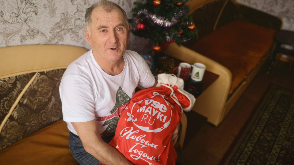 Сибирского пенсионера, который доедал «хрен без соли», задарили подарками