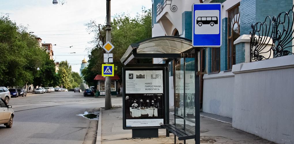 На омских остановках расписание автобусов зашифруют в QR-коды