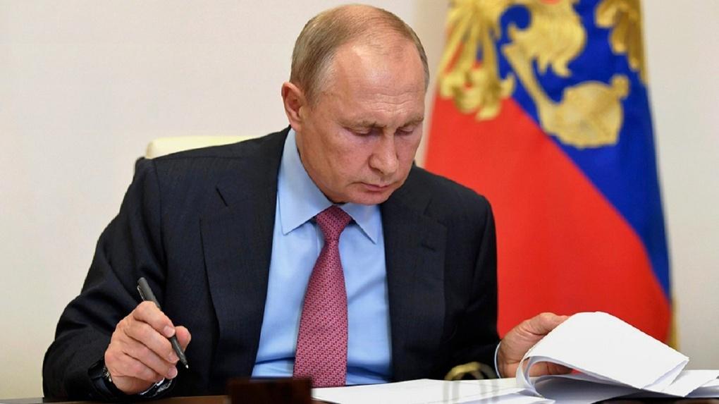Владимир Путин подписал закон о поддержке бизнеса и миллионов россиян. Список мер
