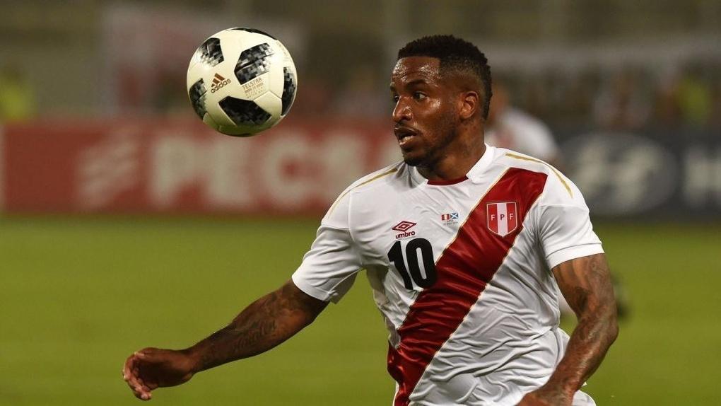 Нападающий сборной Перу впал в кому во время тренировки на ЧМ
