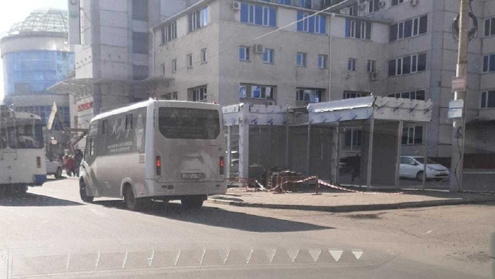 В Омске снесли культовый мини-рынок у торгового центра «Каскад»