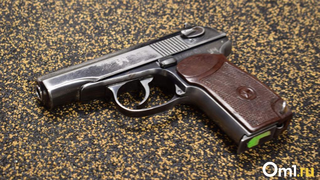 Суд рассмотрит дело новосибирца, застрелившего своего начальника на остановке транспорта