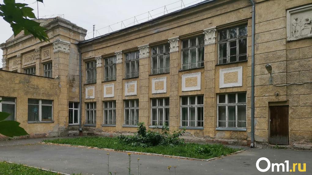 В Новосибирске спасают от сноса скандальную школу № 54
