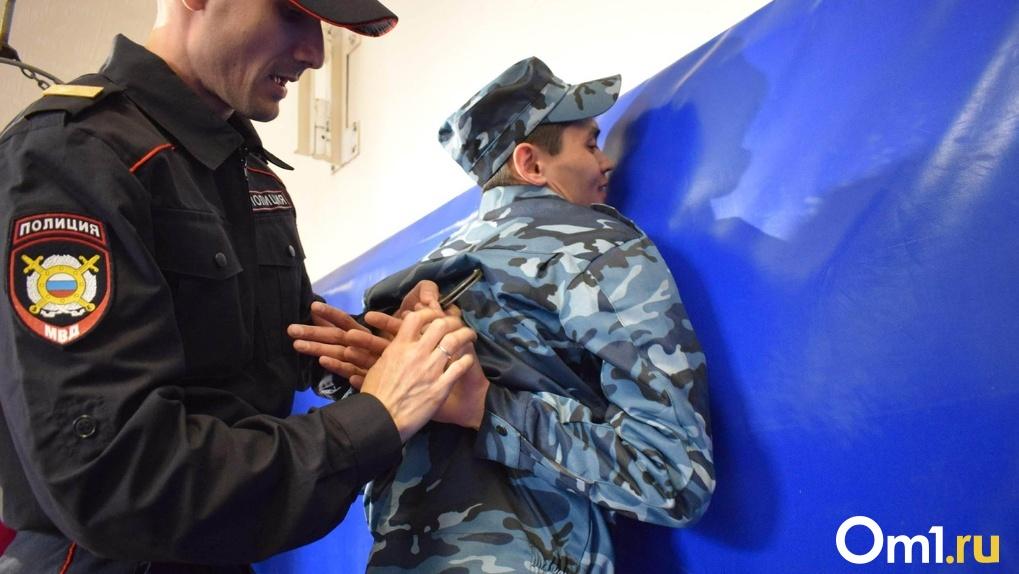 Сотрудники ФСБ провели в Омске учения по освобождению заложников из захваченного террористами автобуса