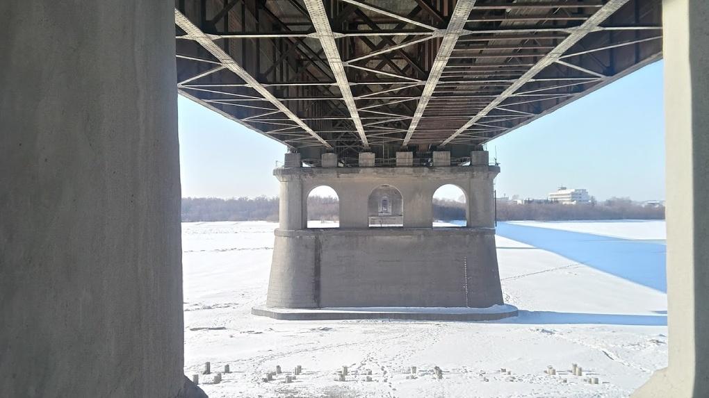 Омич упал с Ленинградского моста, пытаясь сделать эффектное селфи