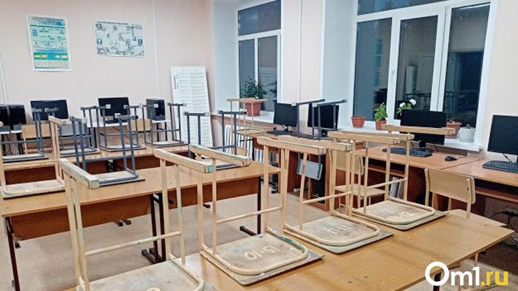 Уже 34 школы на карантине. В Омске коронавирусом продолжают заражаться учителя и дети