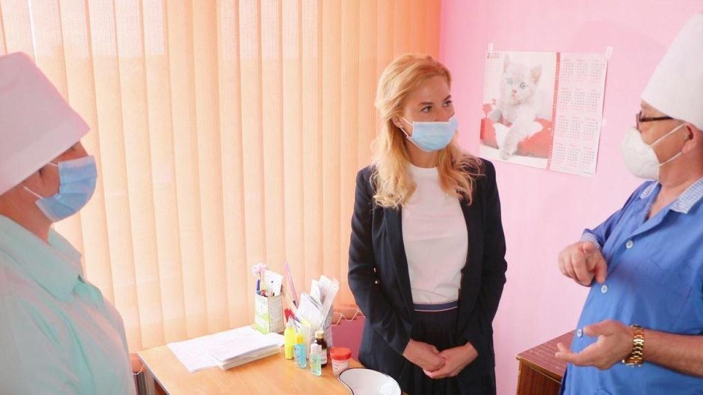 Солдатова высказалась о переименовании санитарок омских больниц в уборщиц
