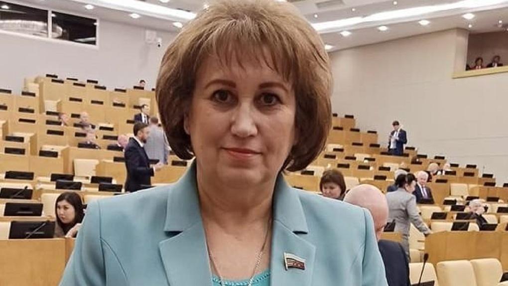 «Стала жертвой хакеров»: странные 497 рублей получила новосибирский депутат Вера Ганзя
