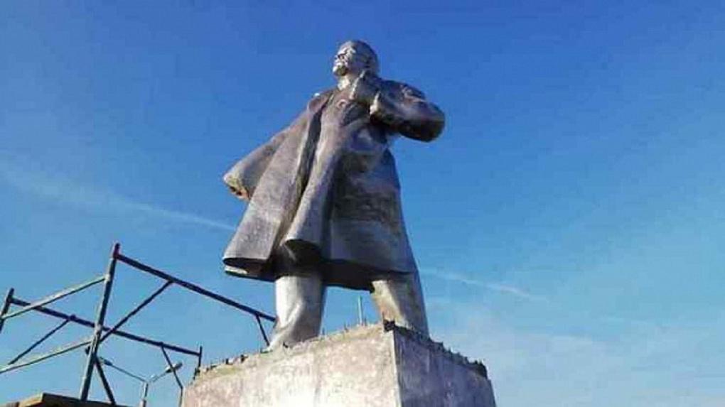 Вандалы оторвали руку Владимиру Ленину в Новосибирской области