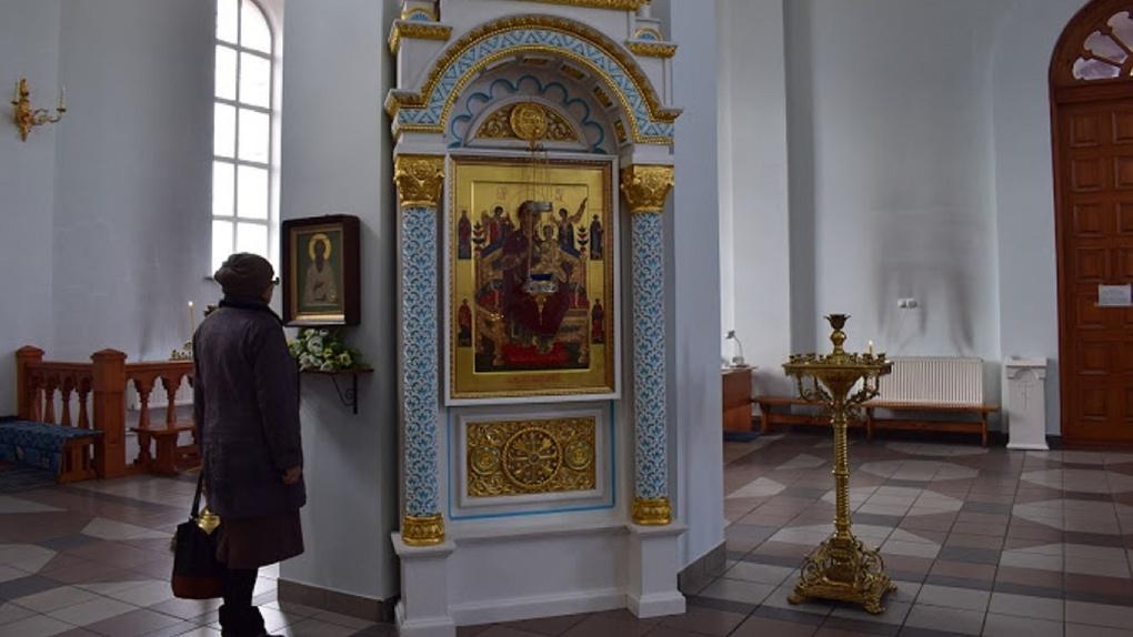 Людям — «милостыньку», церкви — реальную помощь? Депутаты просят поддержать храмы в эпидемию