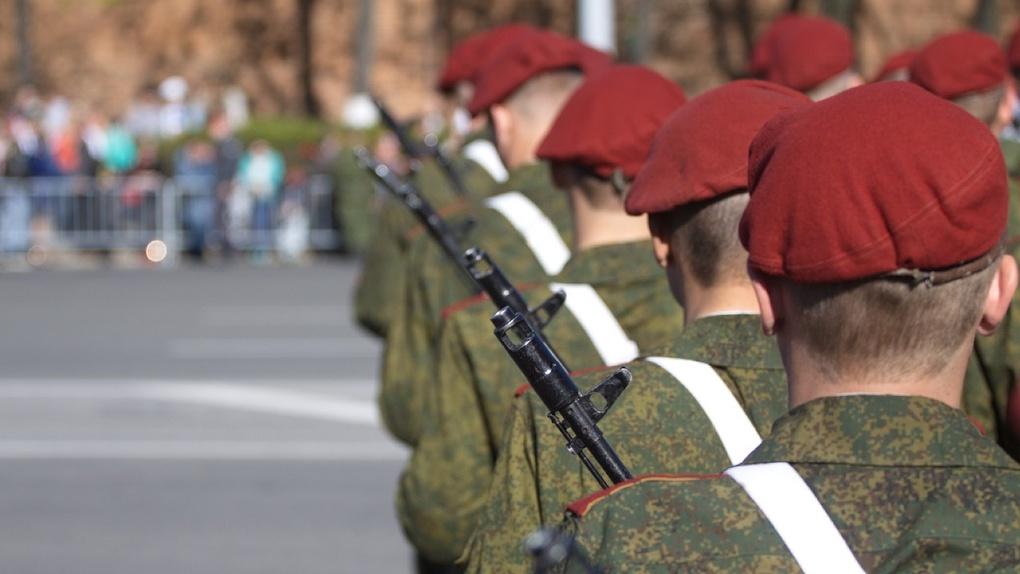 В масках или без? Глава Новосибирска рассказал о средствах защиты для военных во время Парада Победы