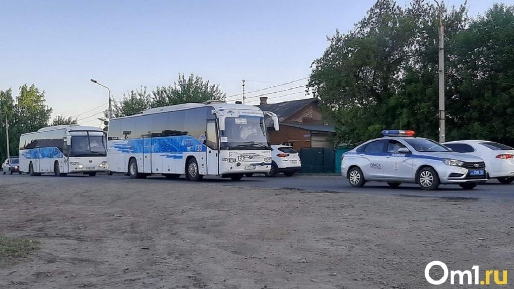 Последние сто вахтовиков прилетели в Омск с якутского месторождения