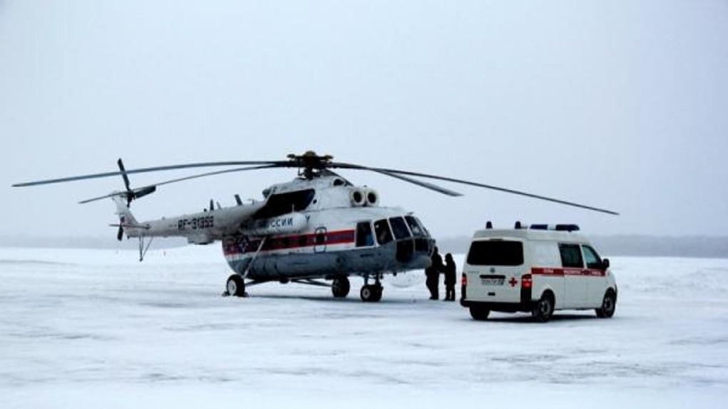 В Омск доставили на вертолёте беременную тарчанку с опасным переломом