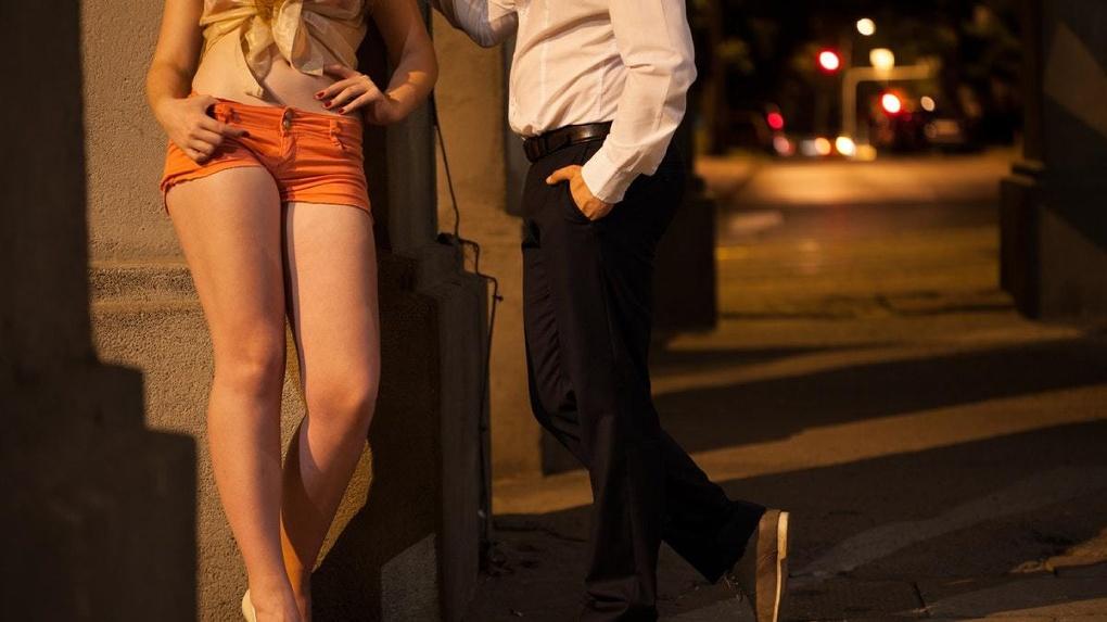 Новосибирцы пользуются проститутками чаще других россиян