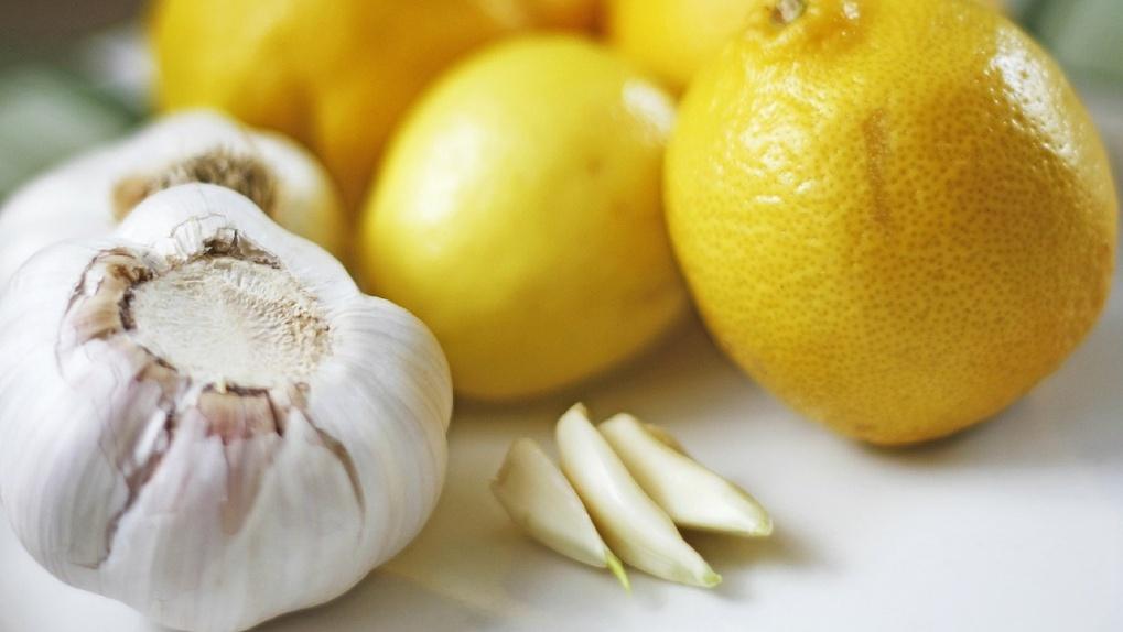 Почти 400 тонн чеснока, лимона и имбиря завезли в Новосибирскую область