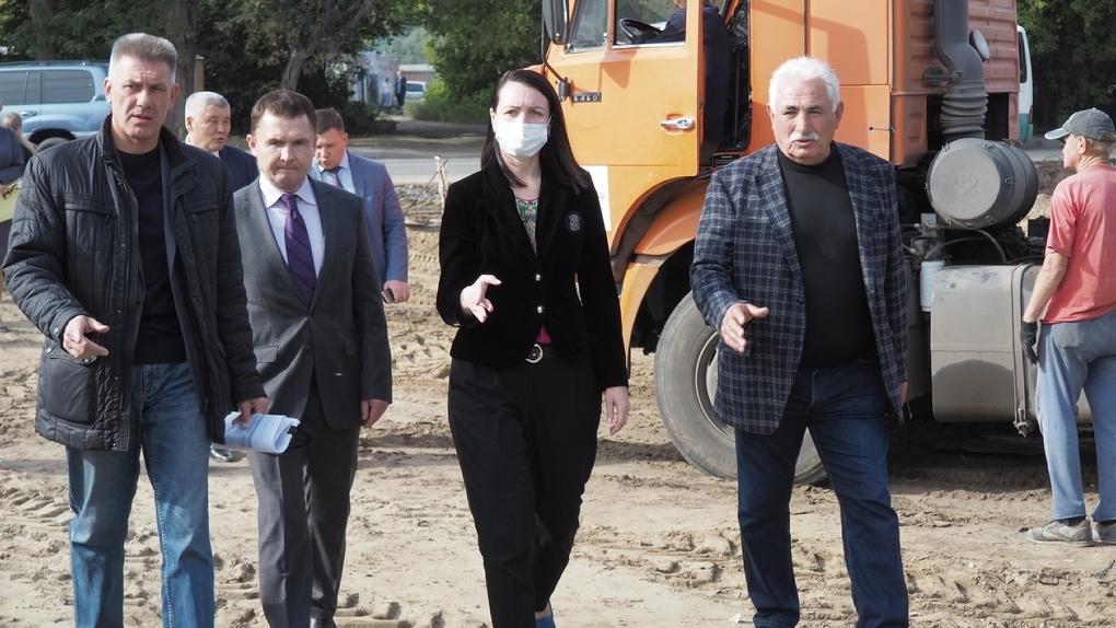 Дорога, школа, детский сад и парк. Как прошёл рейд мэра Омска Фадиной по новым объектам города