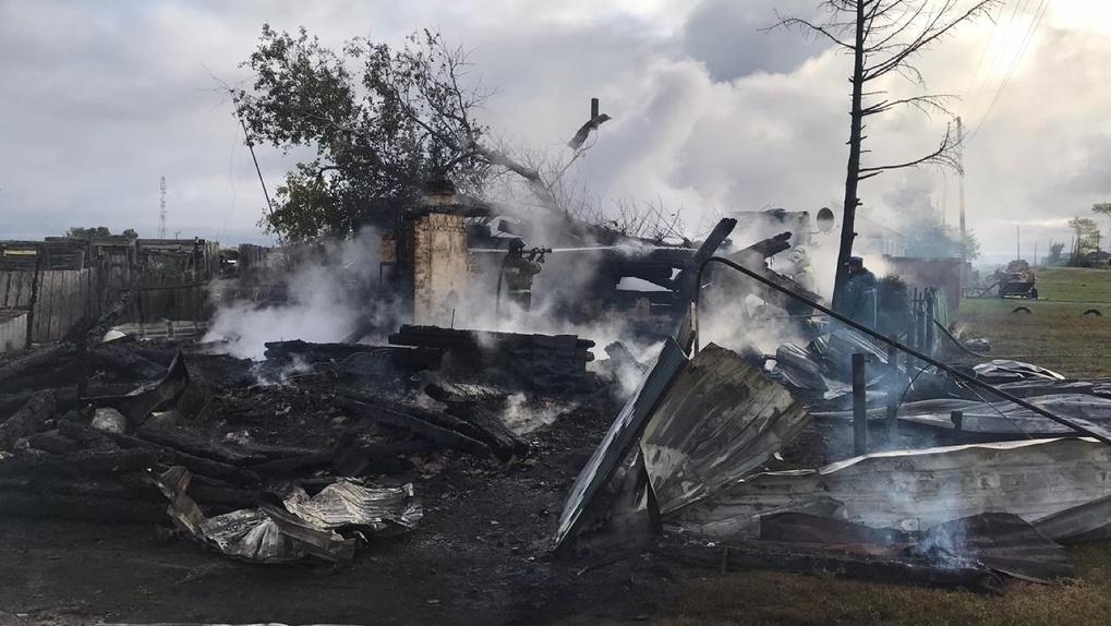 Шокирующие фото! В Новосибирской области двое пенсионеров погибли в пожаре