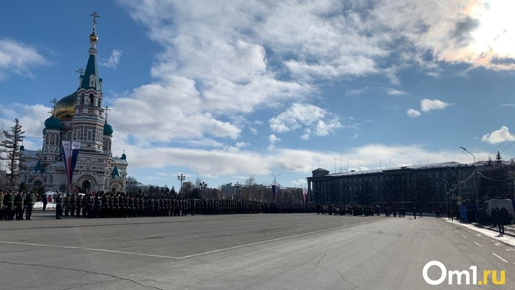 Торжественный парад к 23 февраля в Омске и смотр-конкурс: фоторепортаж