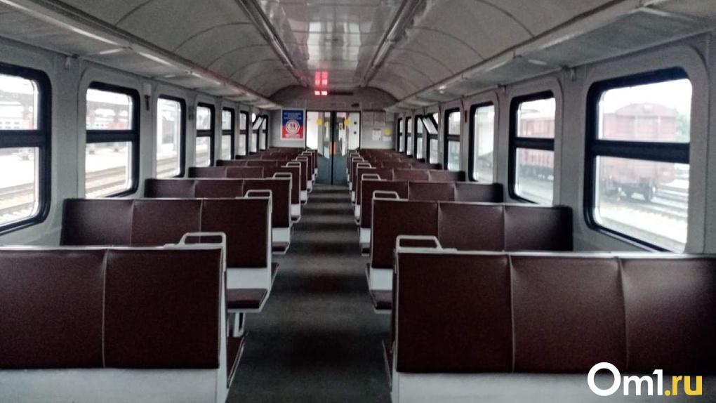 В Новосибирске ежедневно больше 250 вагонов пригородных электропоездов дезинфицируют перед рейсом