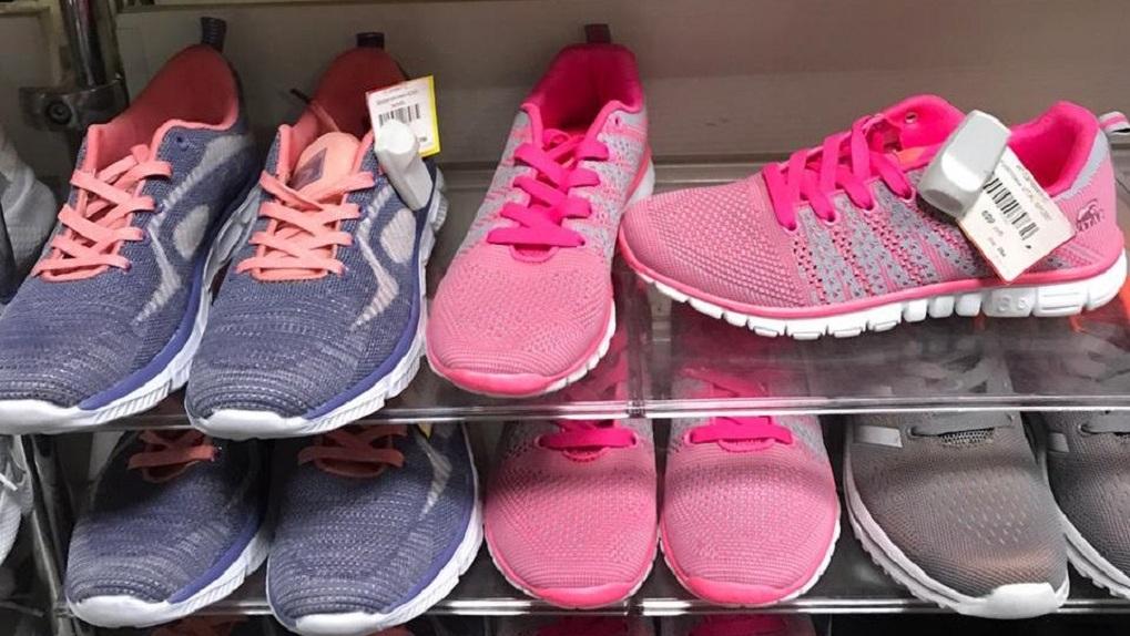 Более 9,5 тысяч пар фальшивых кроссовок Nike и Adidas изъяли в Новосибирске
