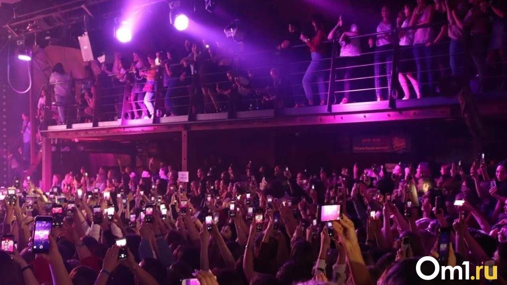 «Мы продолжаем терять». Организаторы концертов в Омске переносят мероприятия на конец 2021 года
