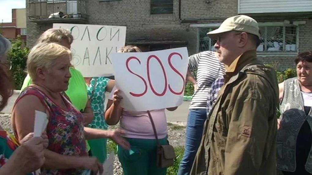«SOS, нам нечем дышать»: ухудшение экологии после пожара на свалке заставило новосибирцев выйти на пикет