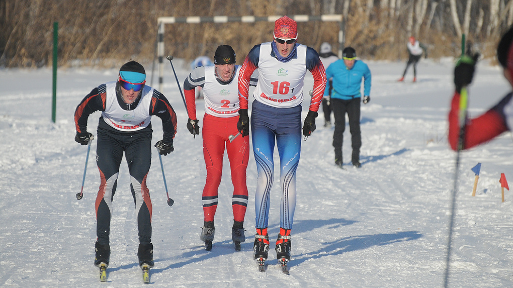 Омские лыжники поборолись за серебряную статуэтку