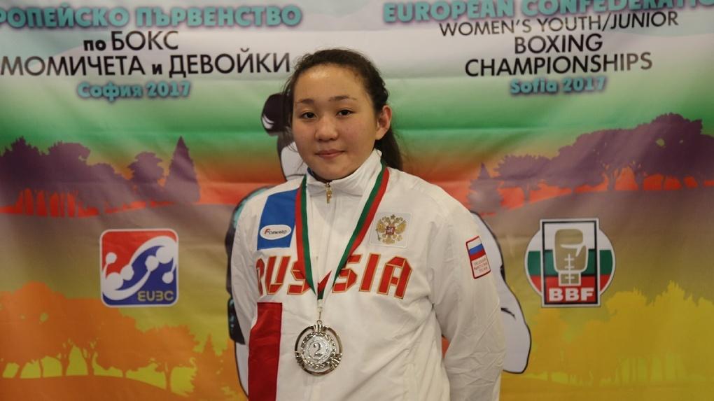 Спортсменка из Омска взяла серебро чемпионата России по боксу