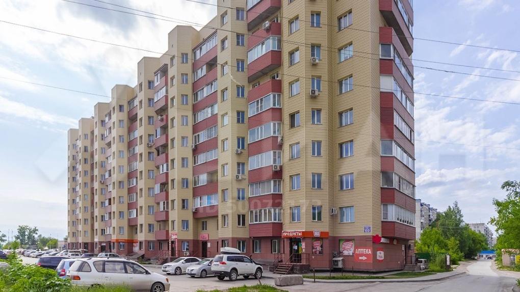 СКАНДАЛ! Жильцы новосибирской многоэтажки запрещают входить во двор посторонним