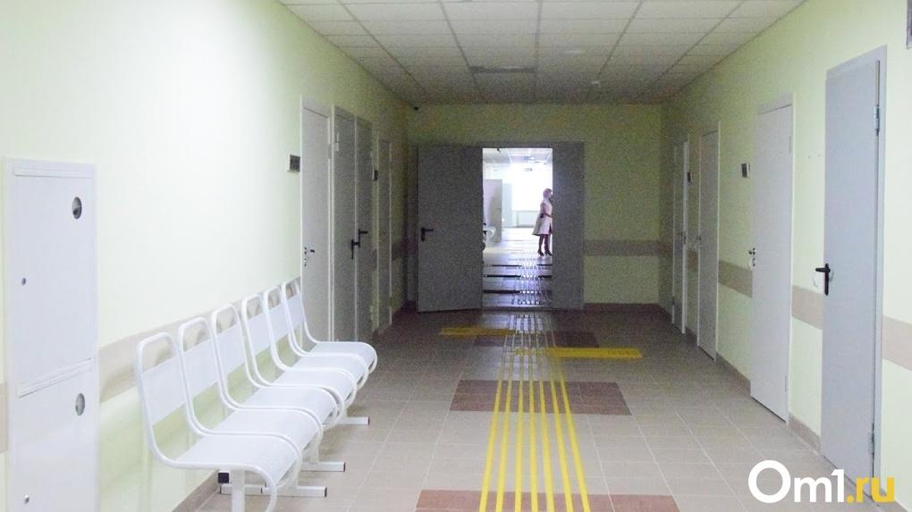 Бурков отстранил от работы замминистра здравоохранения после скандала со скорыми в Омске