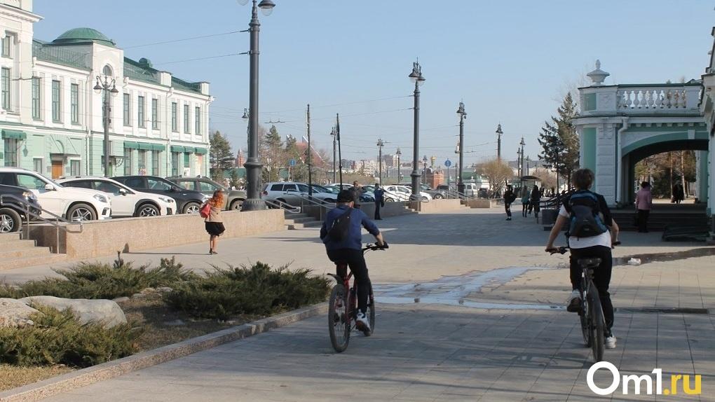 В омском дворе водитель сбил ребёнка на велосипеде